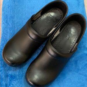 Women's Dansko shoes